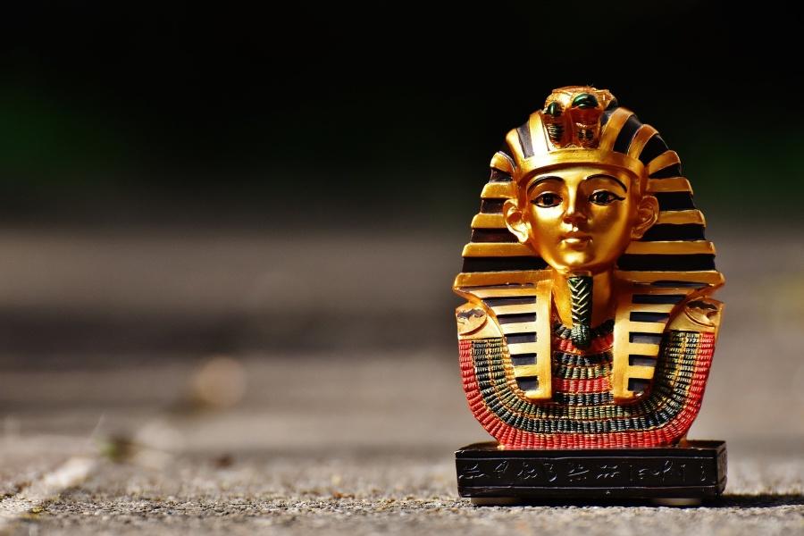 Maska faraóna symbolem minulosti - Egypt posiluje obchodní vazby